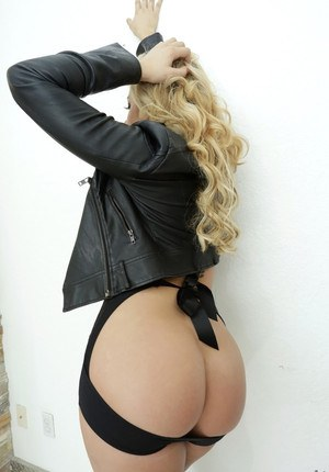 Big Ass Blonde Porn